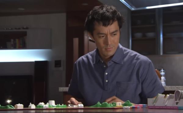 人生ゲームで遊ぶ桑野信介