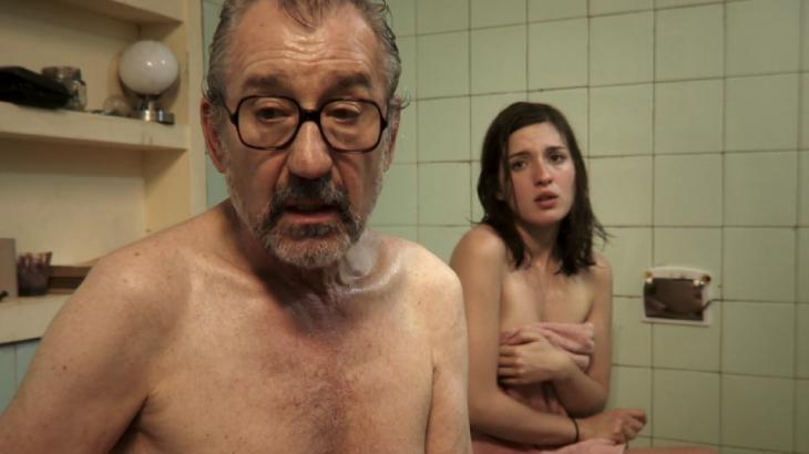 バスルーム裸の2日間ストーリー