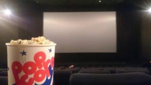 映画館への持ち込みはどこまでOK?禁止理由と各社のアナウンス内容